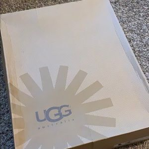 Ugg true size 8 boots in black